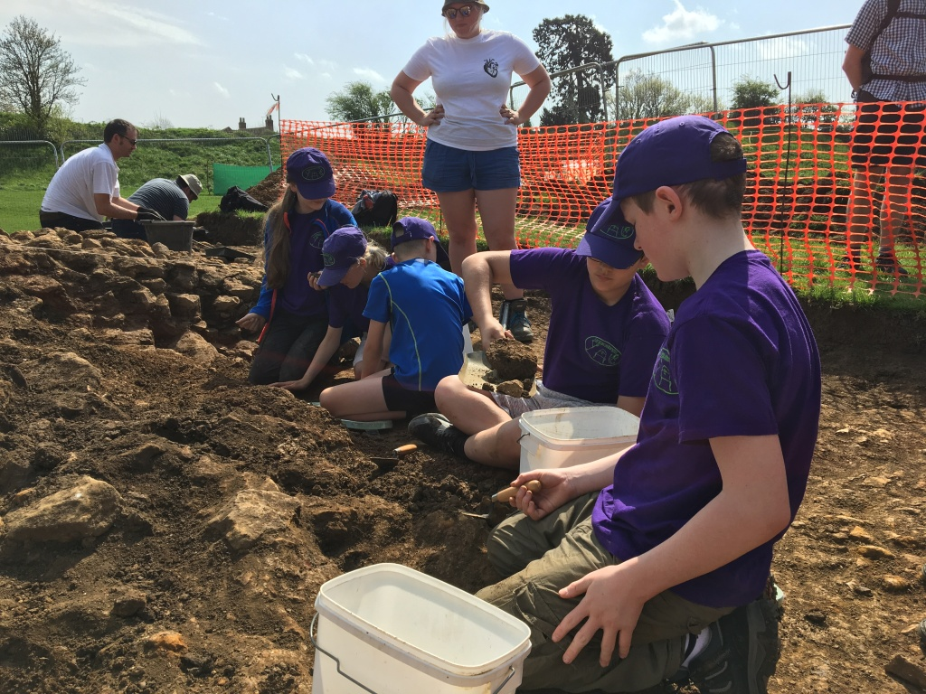 Children excavating a collapsed wall of a medieval brewhouse at Oakham Castle.